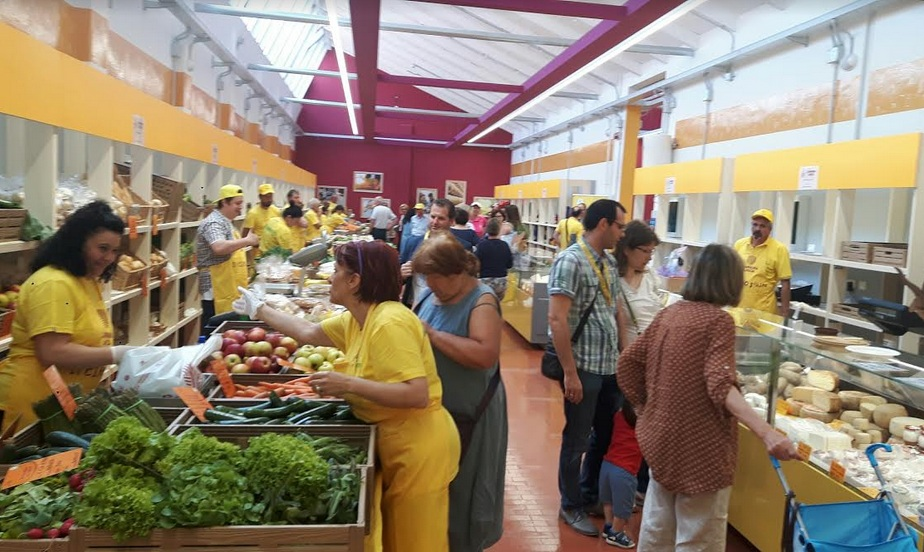 Padova ha un nuovo mercato coperto aperto a tutti in via for Mercato antiquariato padova