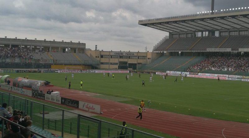 Il calcio Padova sull'orlo della retrocessione (ri)esonera Pierpaolo Bisoli. Il nuovo mister è Matteo Centurioni