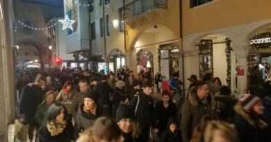 Padova affollata come non mai all'Immacolata nonostante giorni e giorni di lamentele per il blocco del traffico