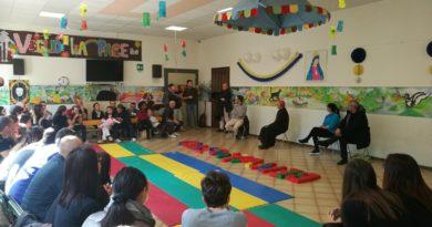 Il vescovo Claudio a San Carlo incontra i bambini della scuola materna: che emozione per Rossella (4 anni ma le idee molto chiare)