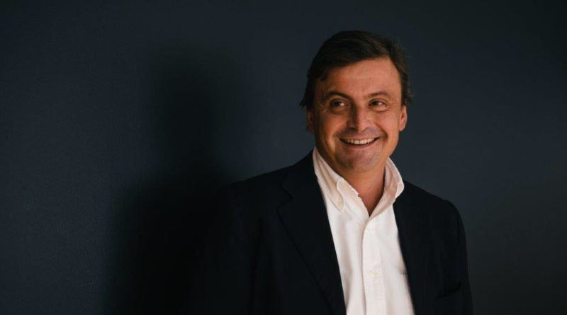"""Carlo Calenda critico sullo scostamento di bilancio: """"Tutti d'accordo a far debito, ci andiamo a far male"""""""