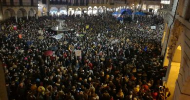 Sardine a Padova: settemila in piazza tra canti e voglia di una politica nuova