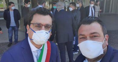 Joe Formaggio accompagna la delegazione dei cinesi vicentini: donati 10mila euro all'ospedale S.Bortolo di Vicenza